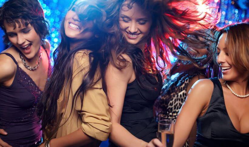 girls-partying-at-night-in-the-greek-islands-1